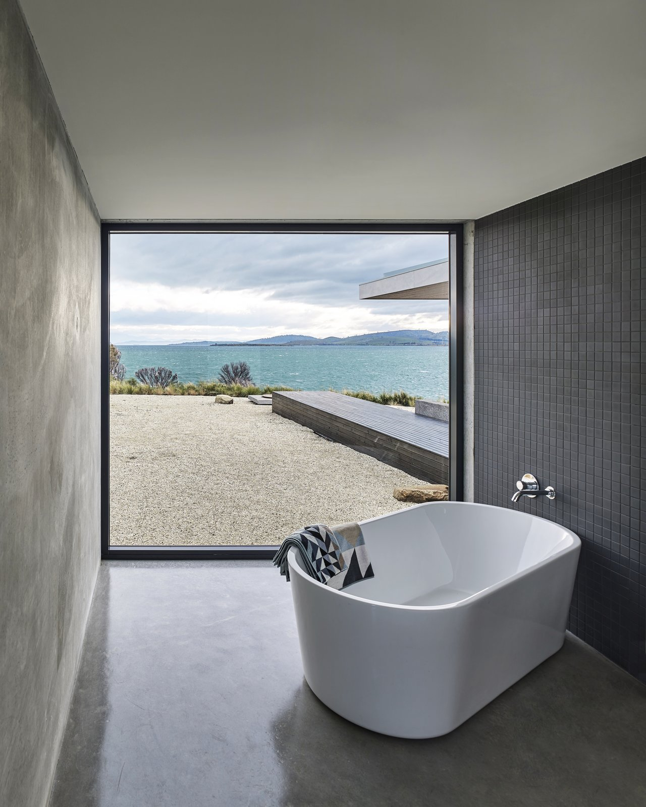10 Modern Bathtubs That Soak In the View